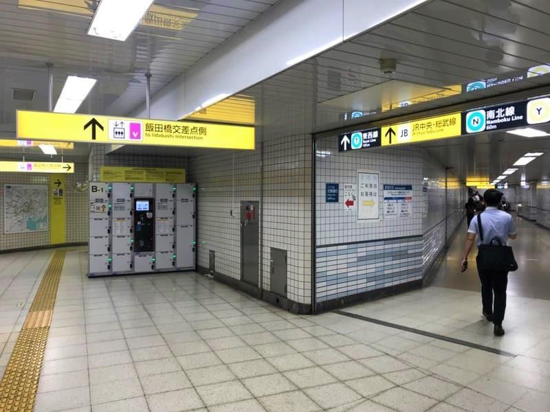 飯田橋駅コンコース移動4