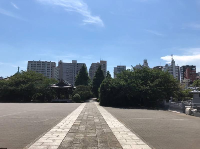 諏訪山 吉祥寺の境内