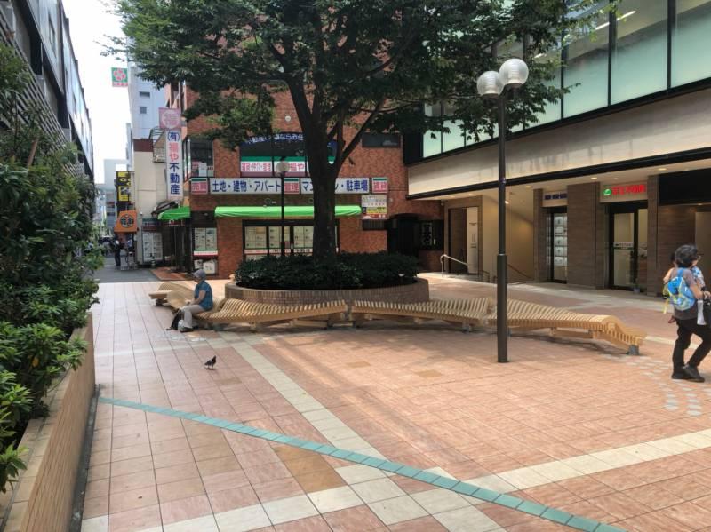 笹塚駅南口の広場