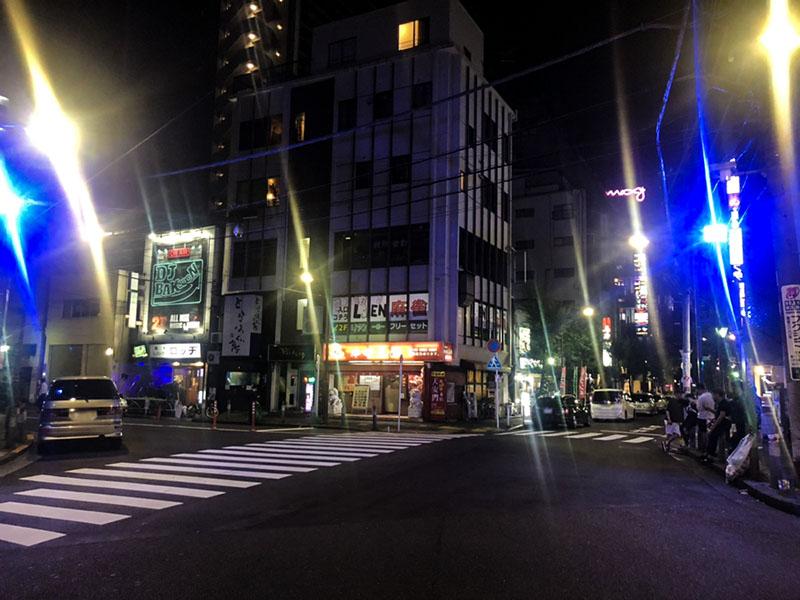 夜の牡丹橋通りの交差点
