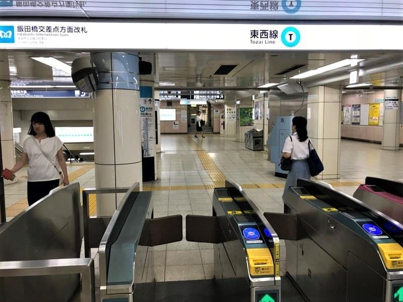 東京メトロ東西線飯田橋駅改札前