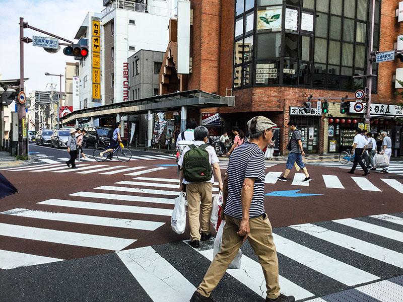北浦和駅東口のスクランブル交差点