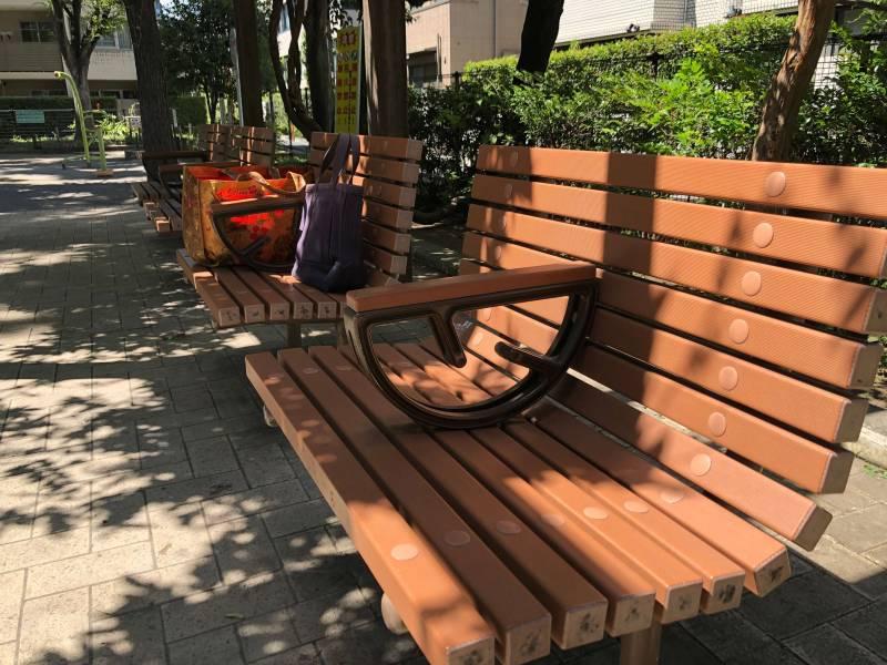 白銀公園のベンチ
