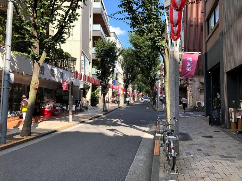 神楽坂通りの風景2