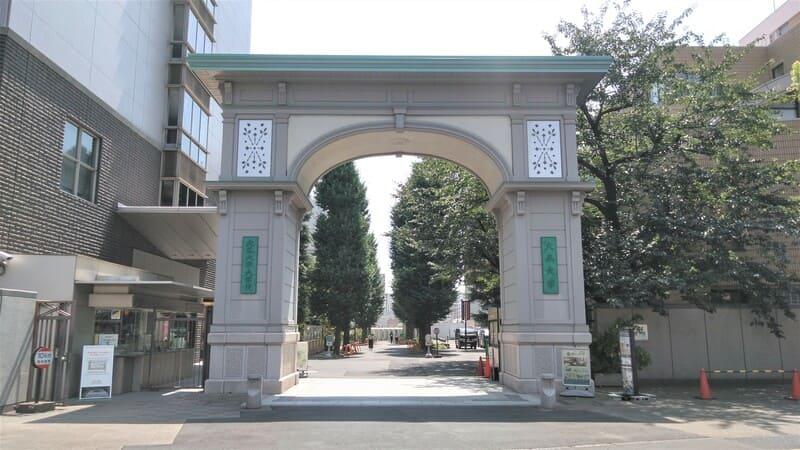 大正大学 正門