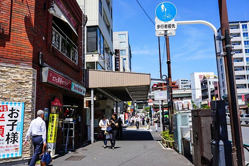 門前仲町駅3番出口周辺の風景