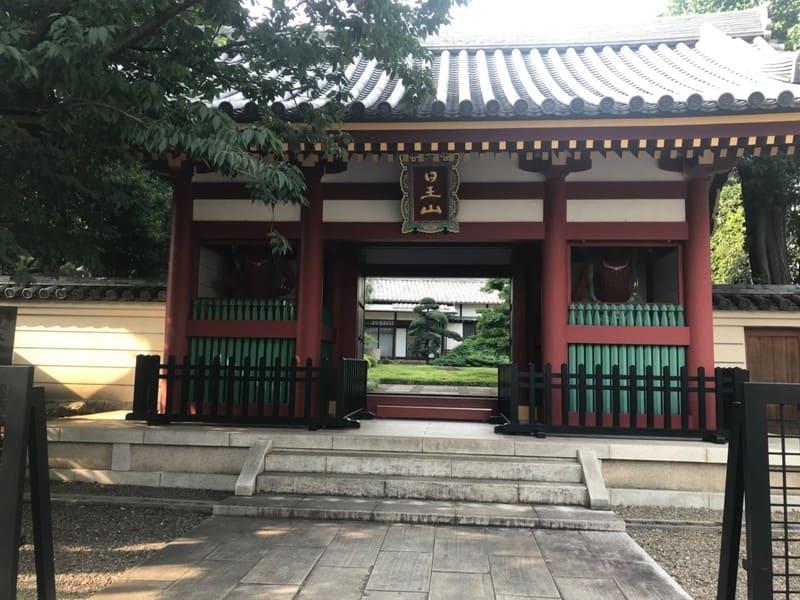 日王山の門