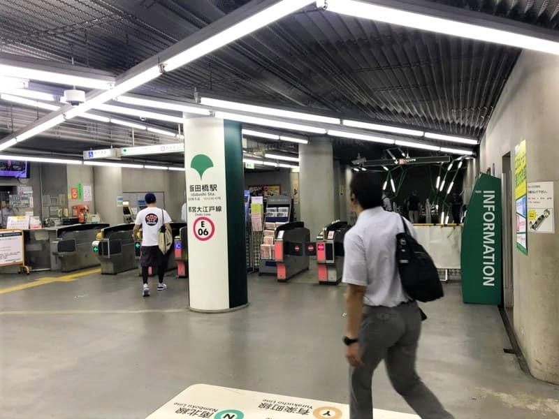 都営大江戸線飯田橋駅改札前