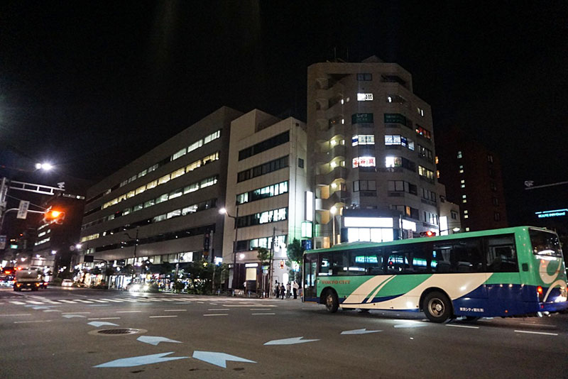 東陽町駅前交差点の夜の風景