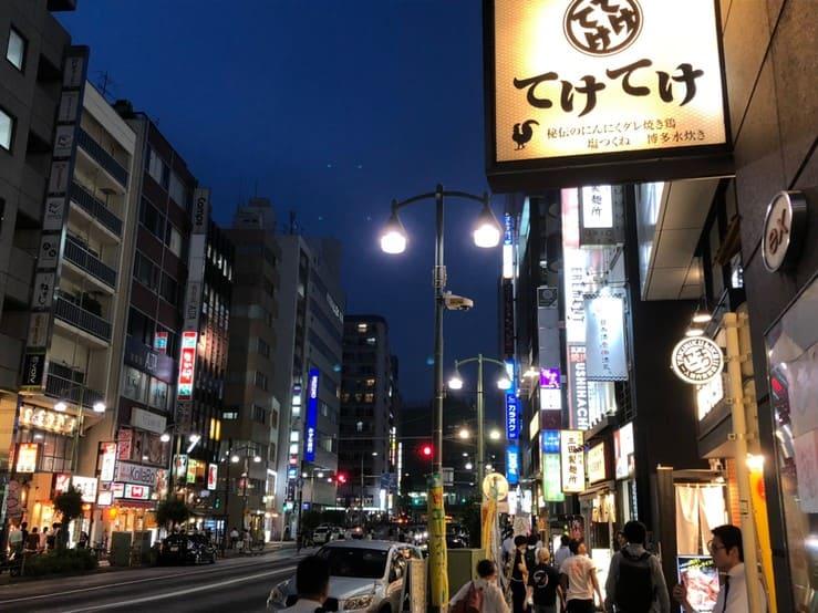 夜の五反田駅の繁華街の様子