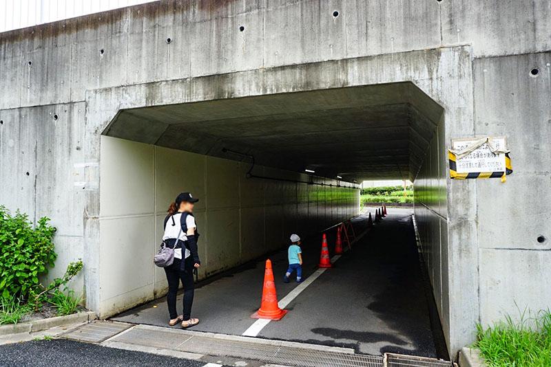 公園内のトンネル