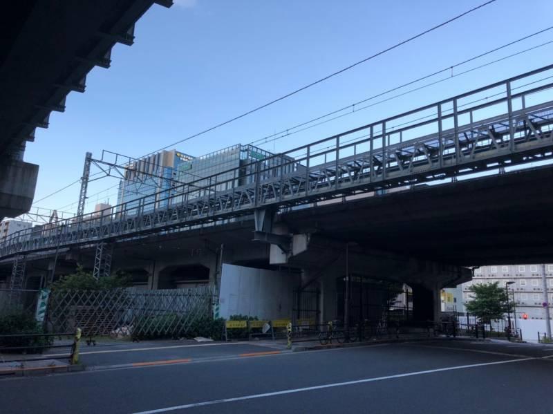 末広町駅周辺の高架下の様子
