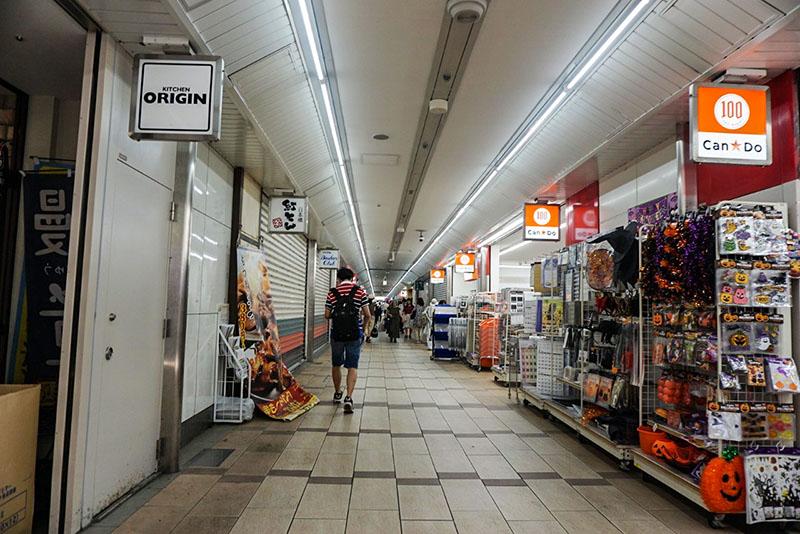 高架下のメトログルメショッピング