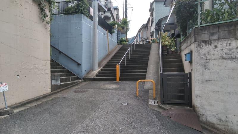みずほ台東側の住宅街の階段