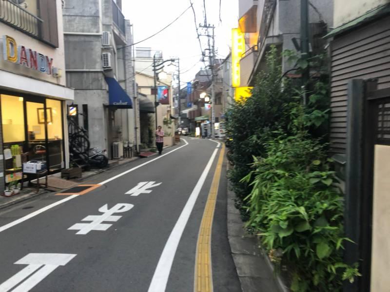 豪徳寺駅へ繋がる道