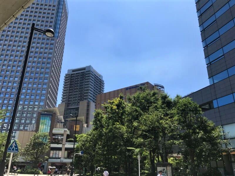 ガーデンテラス付近のオフィスビル街