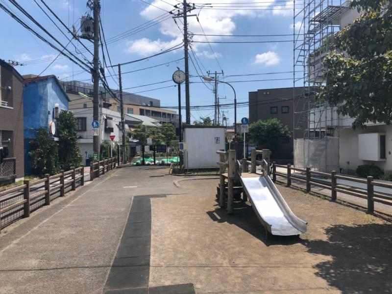 緑道に滑り台