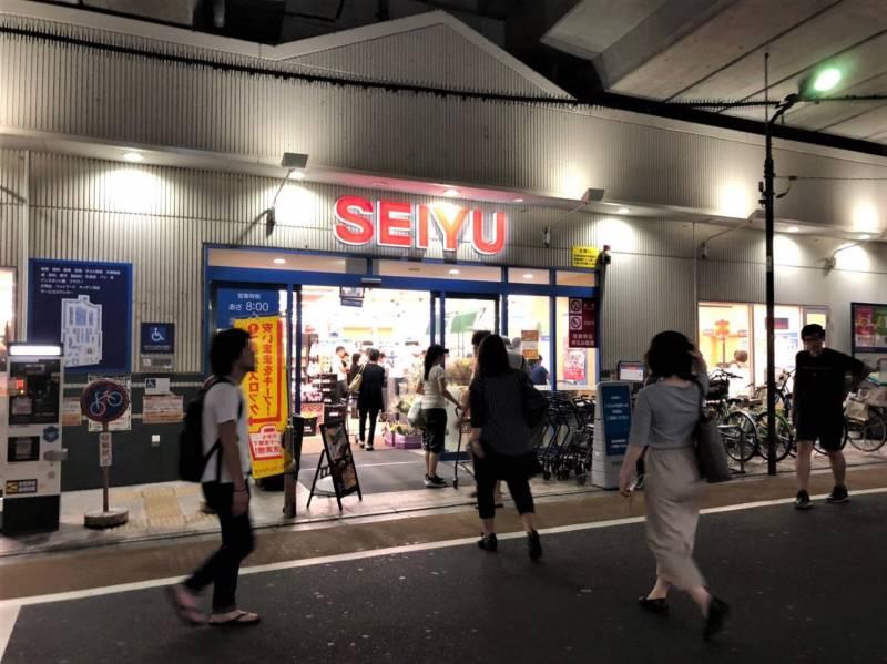 西友 中村橋店の夜の様子