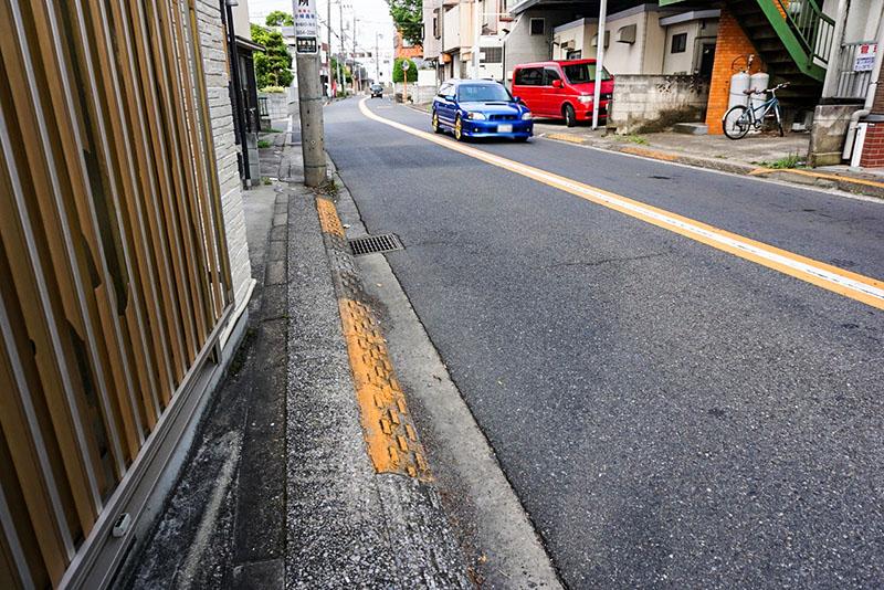 篠崎街道の歩道
