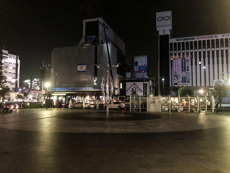 夜の錦糸町南口広場