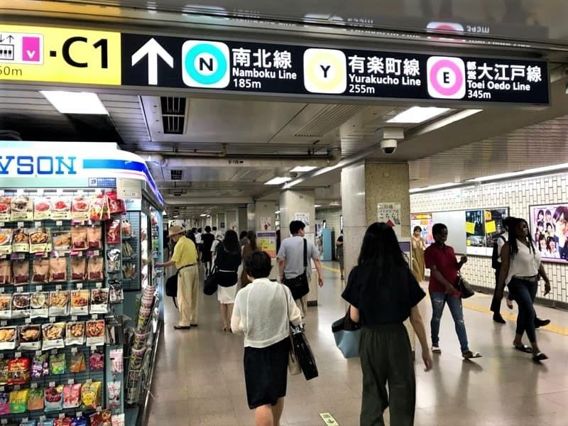 飯田橋駅コンコース移動6