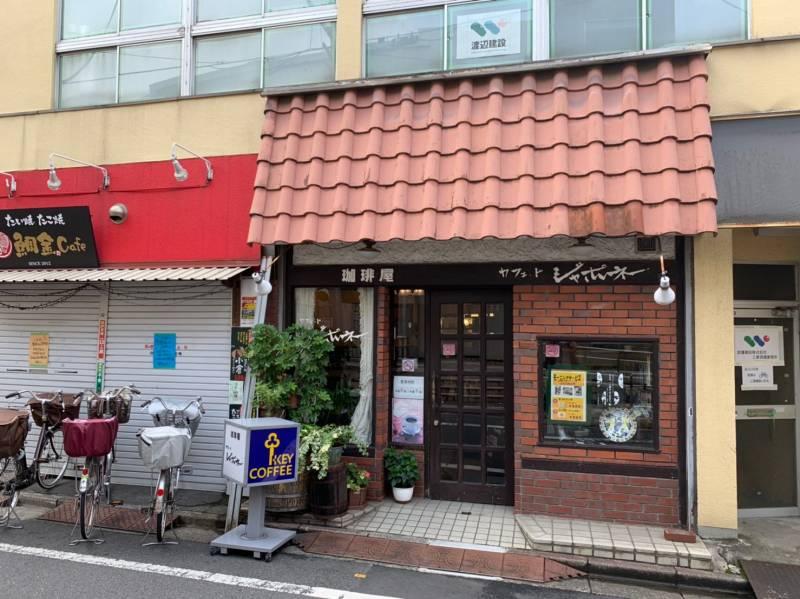 駅前のコーヒー店
