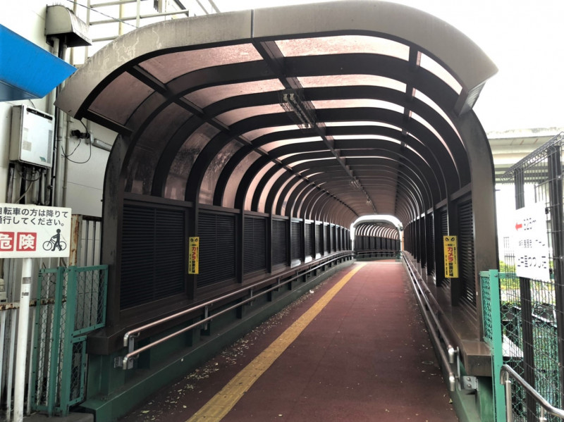 上中里駅の連絡通路
