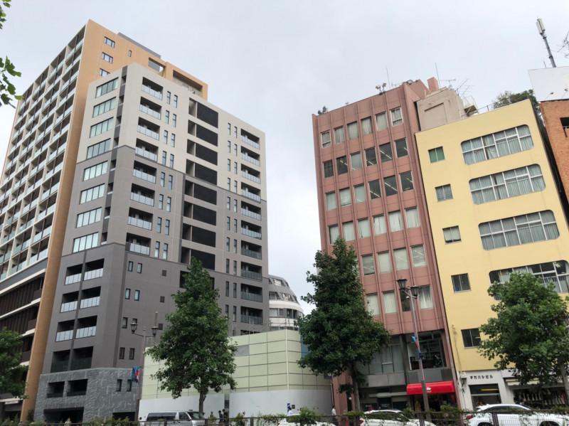 新宿通り沿いのオフィスビル