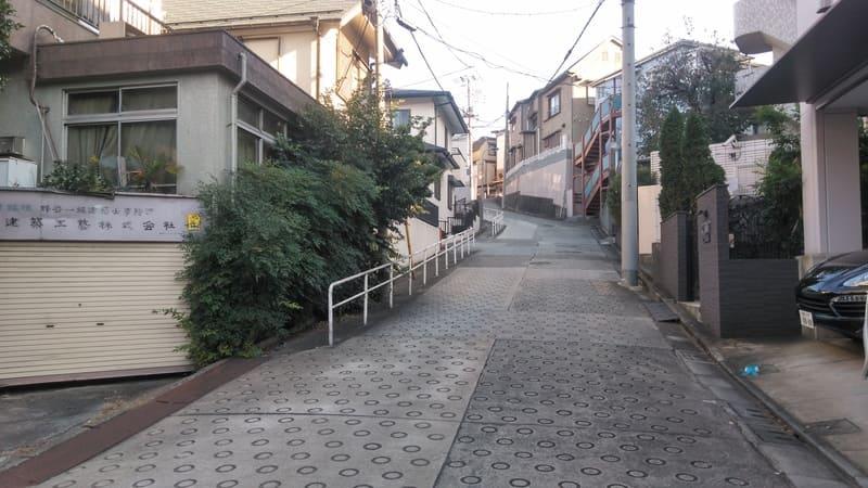 赤羽駅西側 住宅街の坂