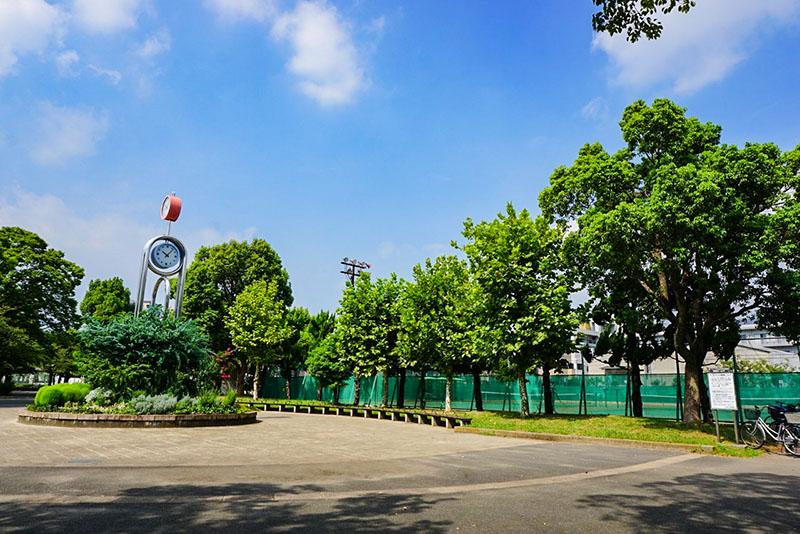 東綾瀬公園の球場前広場