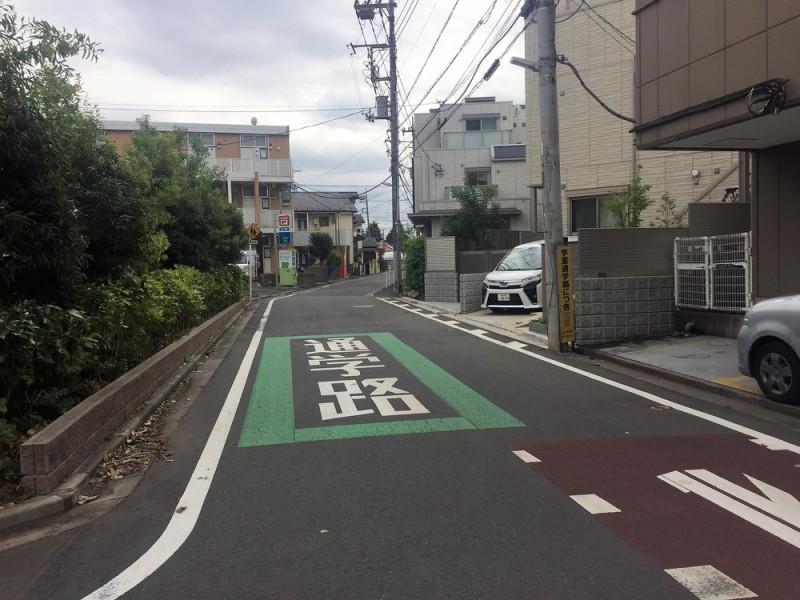 新川町の通学路標示