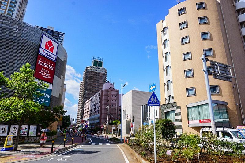 京成八幡駅前