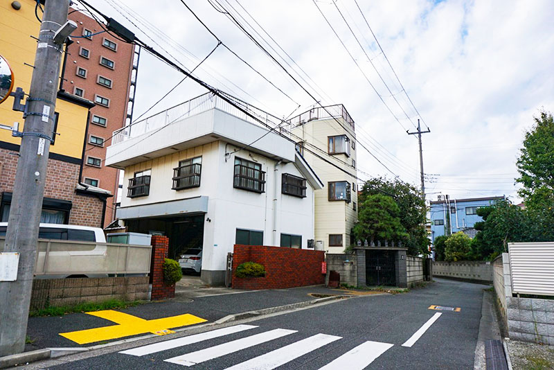 お寺近くの住宅
