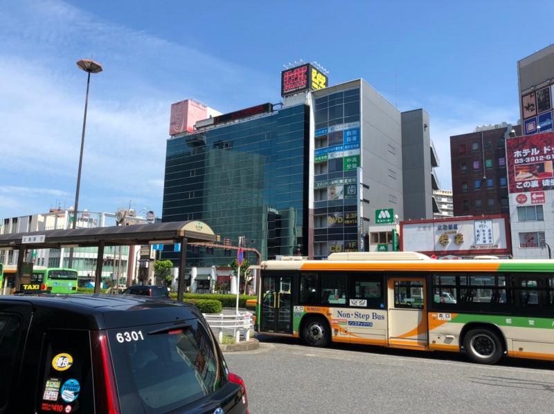 136㋼王子駅前のバスロータリー