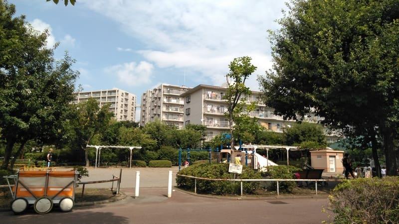 柳瀬川西口の団地と公園