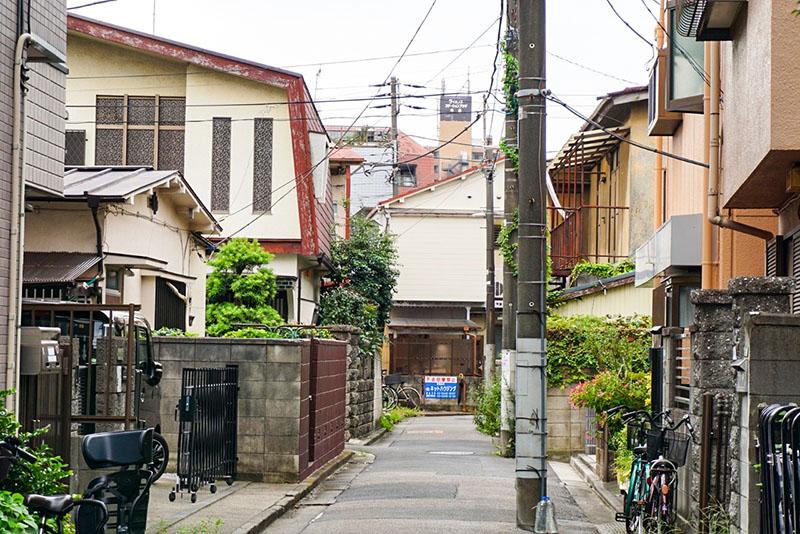 旧日光街道を超えた先の住宅