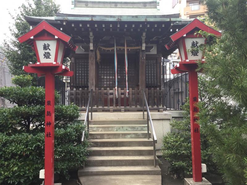 粟島神社の境内