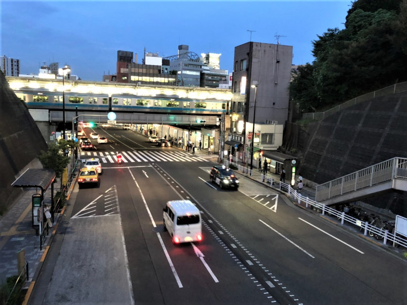 西日暮里駅前の夜の様子