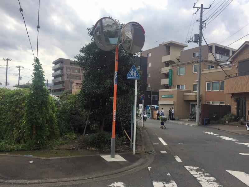 新川町の安全確認ミラー