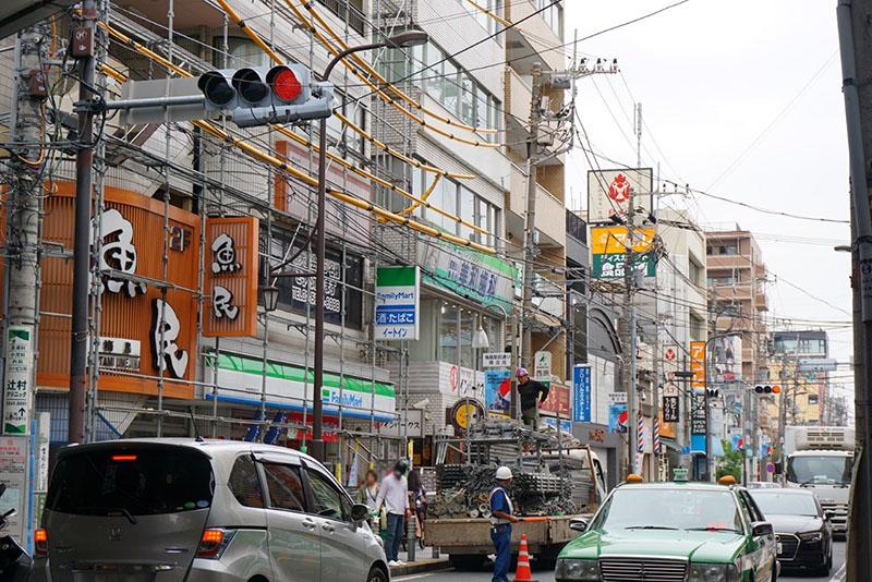 梅島駅前の商店街