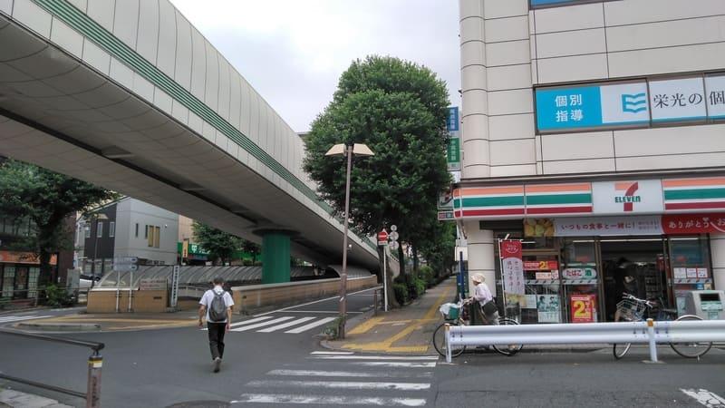 井荻駅北口前