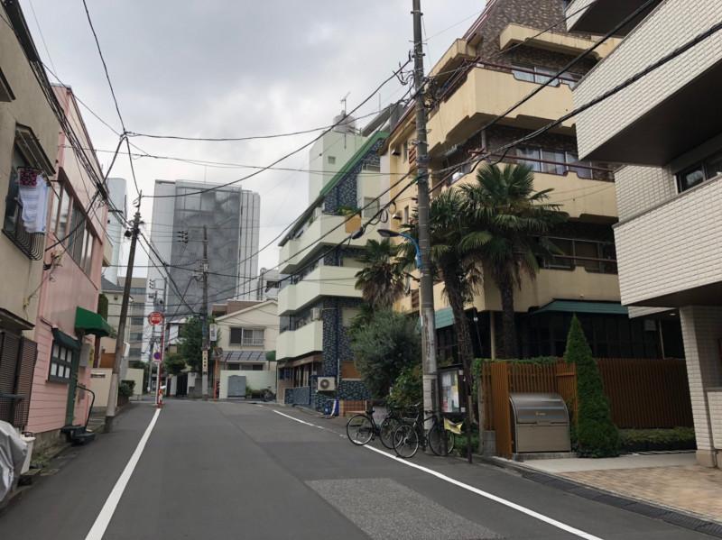 新宿区左門町の街並み
