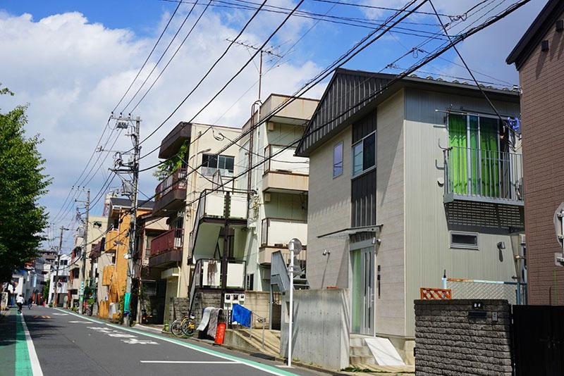 学校近くの住宅