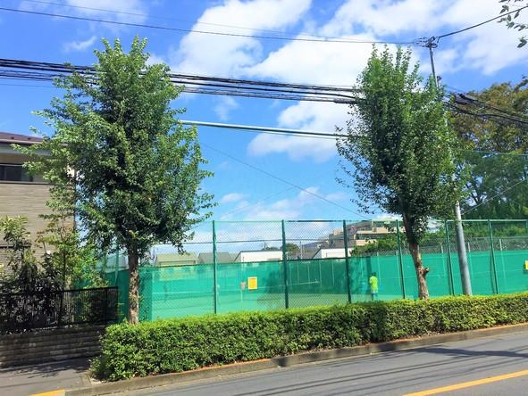 北大通り沿いのテニスコート