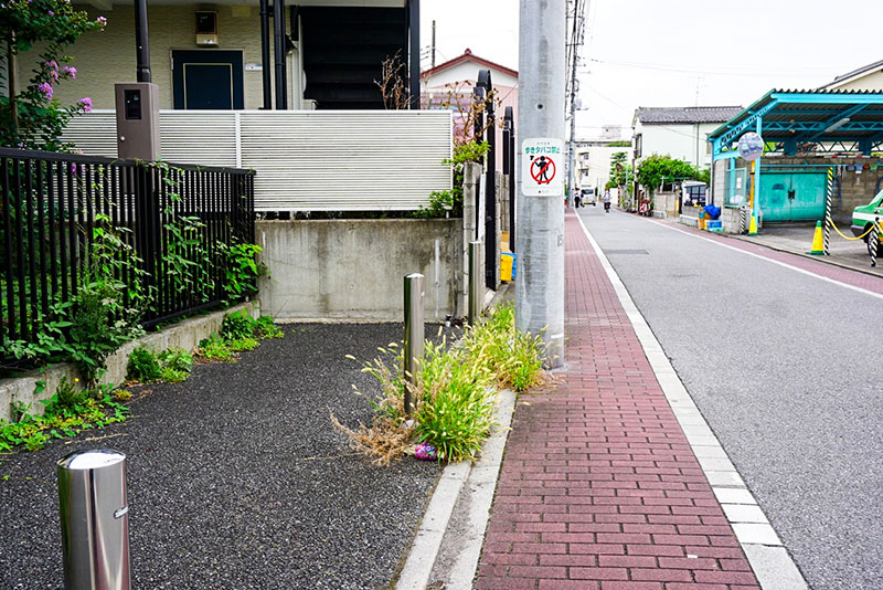 タクシー会社前の歩道