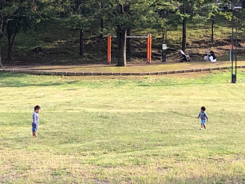 清水坂公園で遊ぶ児童