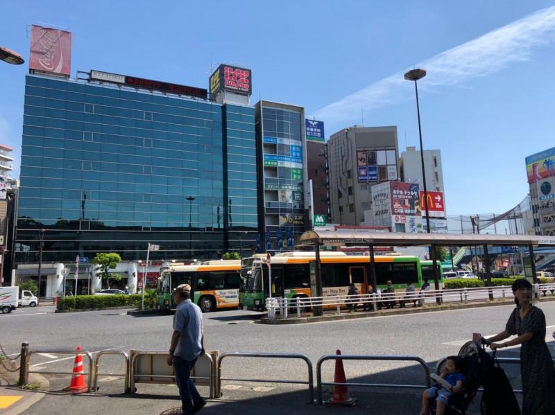 王子駅前のバスロータリー