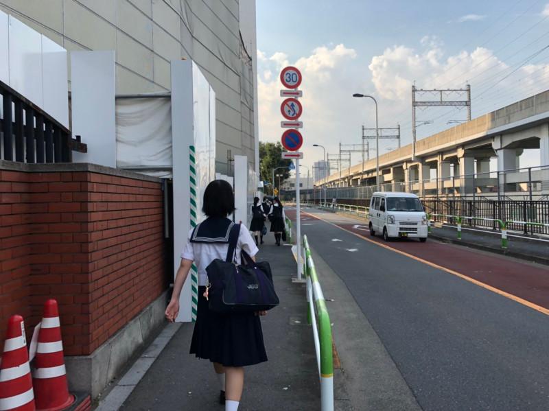 瀧野川女子学園中学高等学校の女子学生