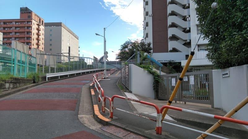 駒込駅 線路沿いの坂下