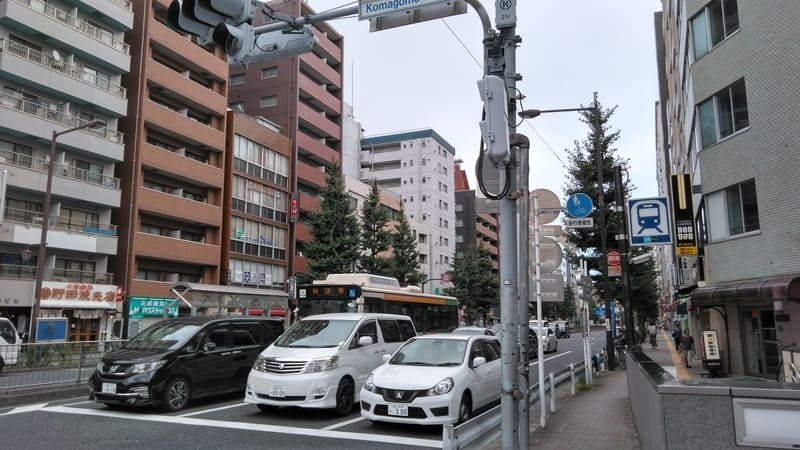 駒込駅前 本郷通り
